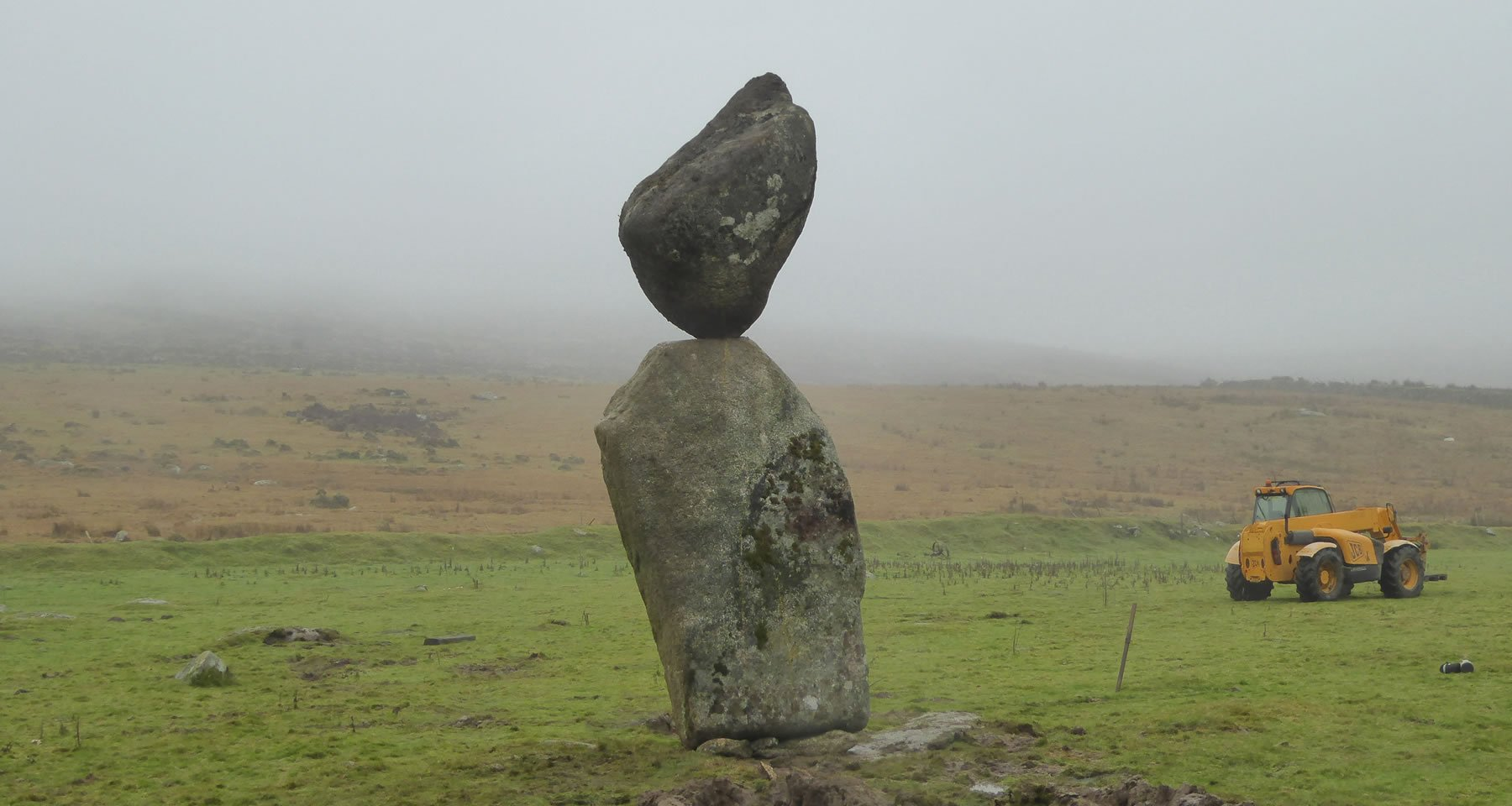 banner-boulder-balance-in-countryside